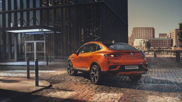 Renault ARKANA E-TECH Hybrid driekwart achter
