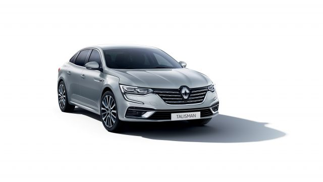 Grijze Renault Talisman driekwart voor