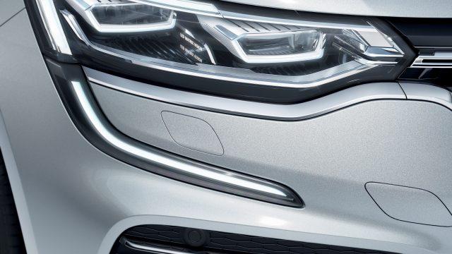 Grijze Renault Talisman detail koplamp