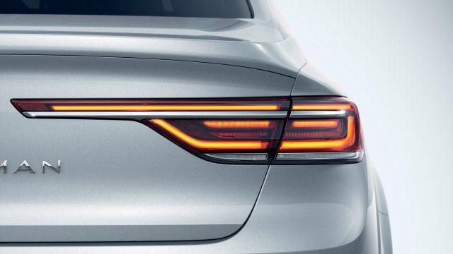 Grijze Renault Talisman achterlicht