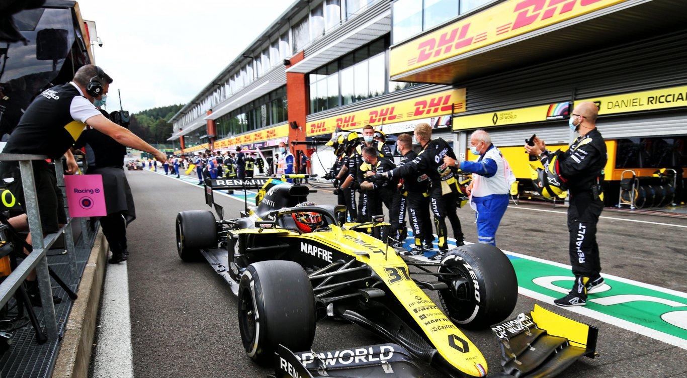 Esteban Ocon in zijn Formule 1 auto tijdens de Belgische Grand Prix