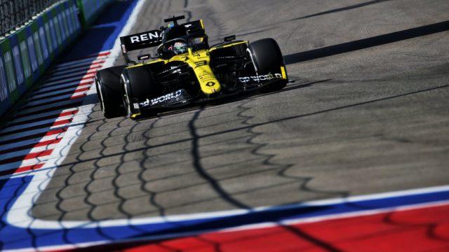Formule 1 auto van Renault tijdens een race