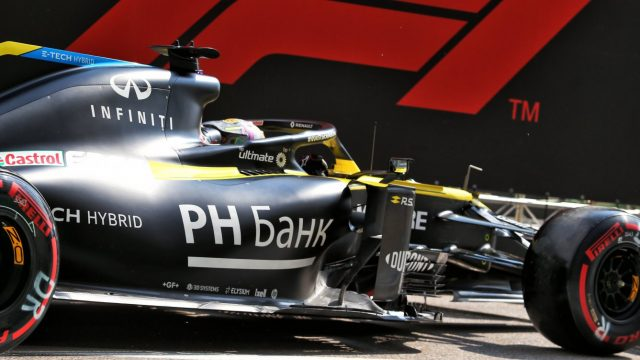 Renault F1 Team lines up both cars inside the top 10