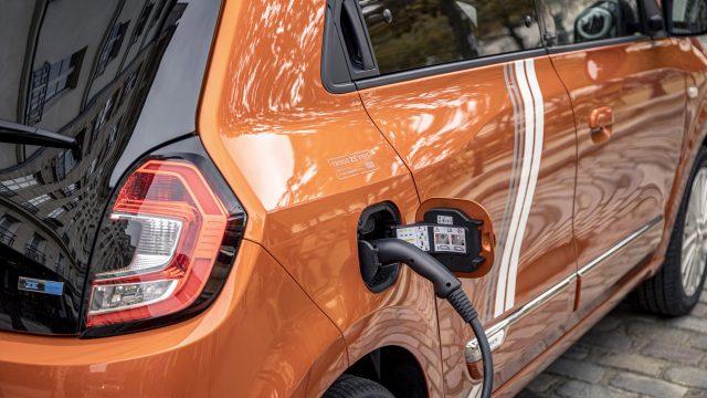 Renault TWINGO Electric wordt opgeladen